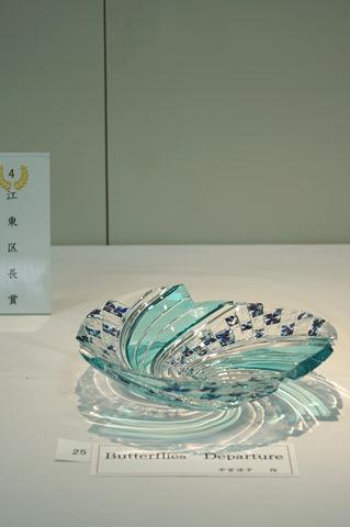 江戸切子 28回新作展人気投票1位 中宮涼子作「Butterfly's Departure」